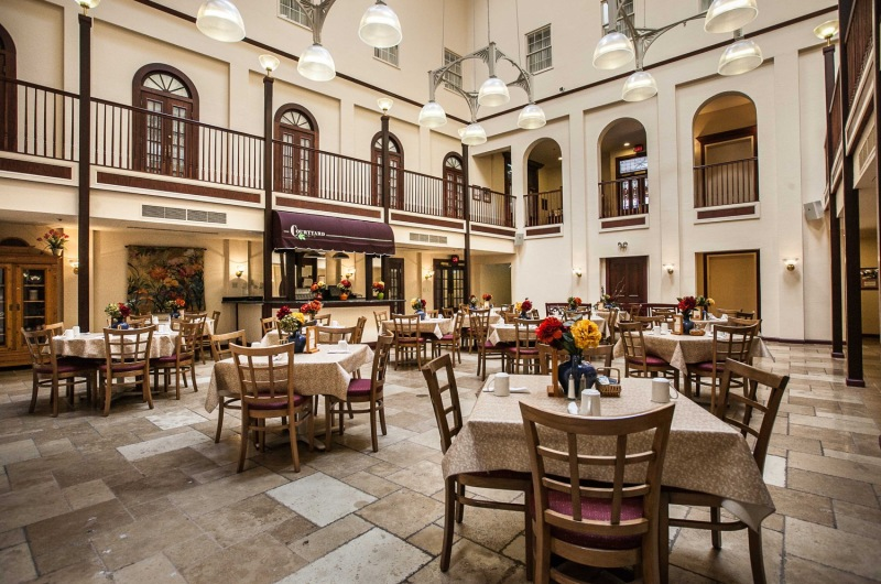 Courtyard Restaurant » The Desoto House Hotel